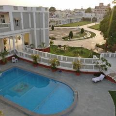 Dowlat Villas Palace in Himatnagar