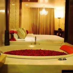 Hotel Aura in New Delhi
