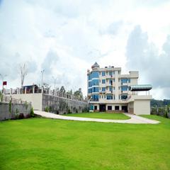 Hotel Heaven Heights in Chintpurni