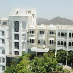 Hotel Hilltop Palace in Udaipur