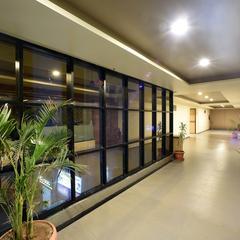 Hotel Middle Town in Gandhinagar