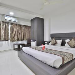 Hotel Nova Cross Road in Rajkot