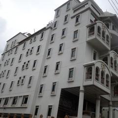 Hotel Raj Palace in Ahmednagar