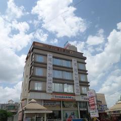 Hotel Shades Of Royal in Ahmednagar