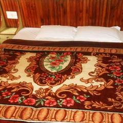 Kadambri Hotel in Chintpurni