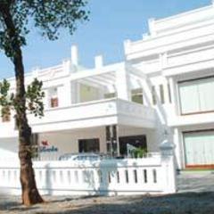 Kallada Hotels in Thrissur