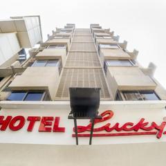 Lucky Hotel Bandra in Mumbai