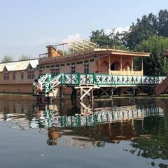 Majestic Group Of House Boats in Srinagar