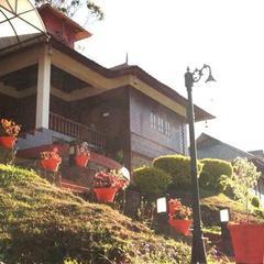 Misty Courtyard Resort Bungalow in Munnar