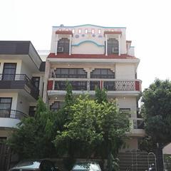 OYO 11370 Hari Villa in Noida