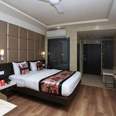 Capital O 12172 Hotel Deep Premium in Kanpur