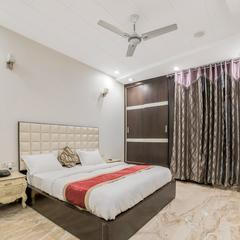 OYO 14231 Santosh Residency in Delhi