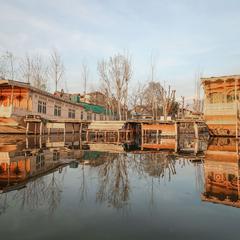 OYO 14629 Houseboats Ibrahim Group in Sudarbal