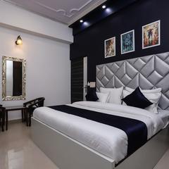 OYO 15081 Vizima Palace in Noida