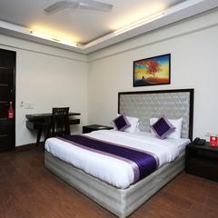 Oyo 18517 Crown Moulsari Suites in Gurgaon