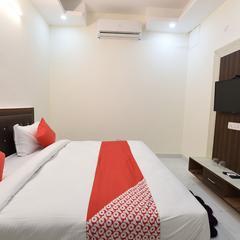 OYO 19134 The Signature Hotel in Noida