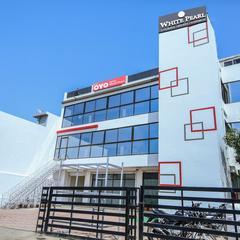 OYO 3603 White Pearl Hotel Deluxe in Jabalpur