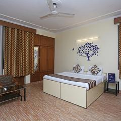 OYO 402 Hotel Noida Residency in Noida