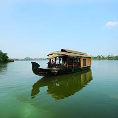 OYO 4623 HouseBoat Lake India in Alappuzha