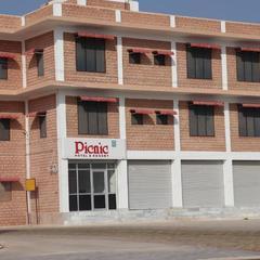 Picnic Hotel And Resort in Phalodi