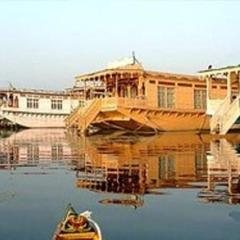 Real Paradise Houseboats in Srinagar