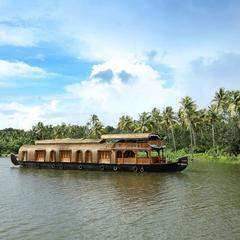 Rudra Houseboats in Kumarakom