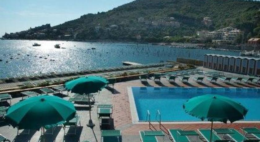 https://images.ixigo.com/image/upload/hotel/t_large/residence-le-terrazze-portovenere-image-53ab1550e4b0710760cd0903