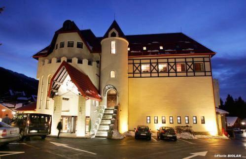 https://images.ixigo.com/image/upload/t_large,f_auto/house-of-dracula-hotel-brasso-image-524f35c8cd83ae845d058f35.jpg