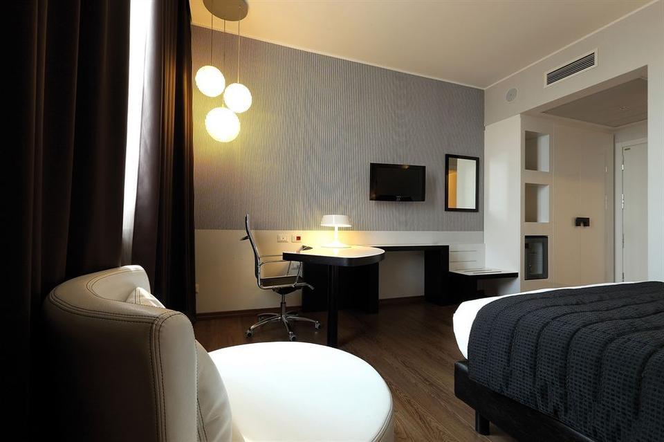 Holiday Inn Genoa City Hotel Genova - Tariff, Reviews, Photos, Check ...