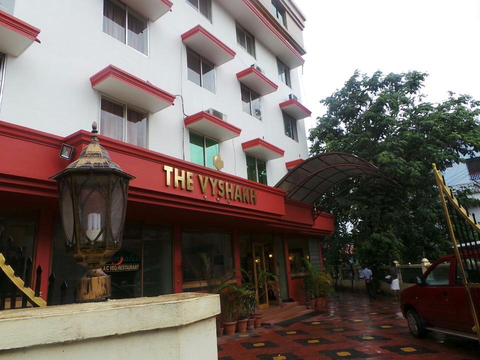 Vyshakh International Hotel In Guruvayoor