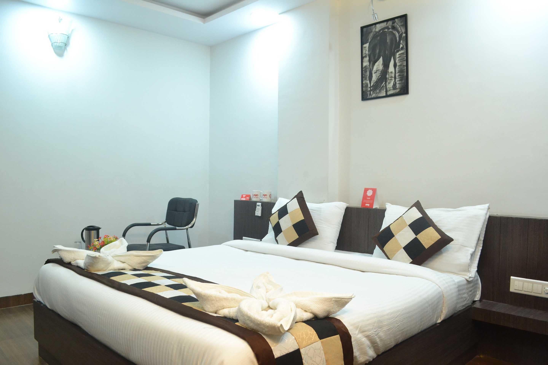 OYO Premium Mahaveer Nagar 1