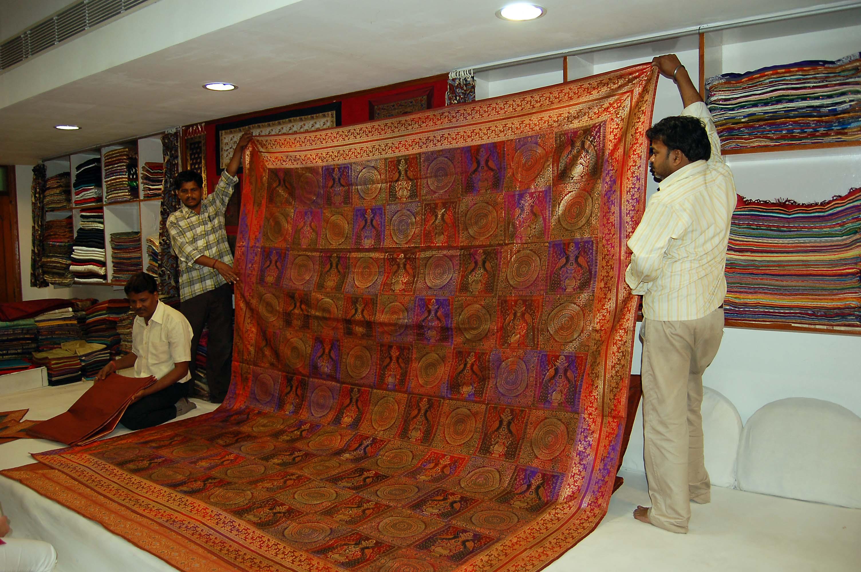 Godolia Market & Vishwanath Gali