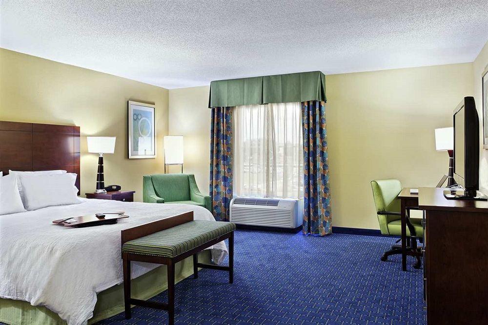 Hampton Inn & Suites Orlando/Airport@Gateway Village Center