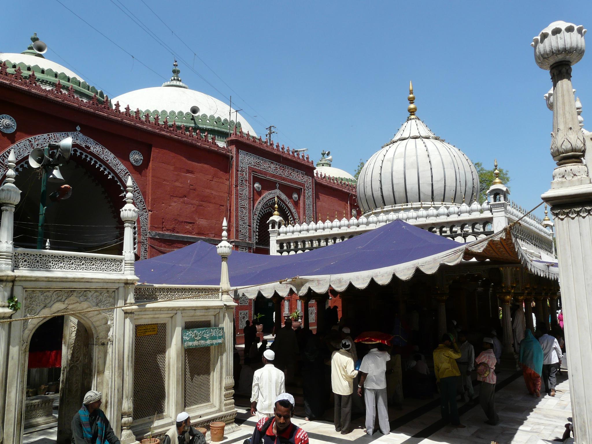 Hazrat Nizamuddin (Nizamuddin's Shrine)