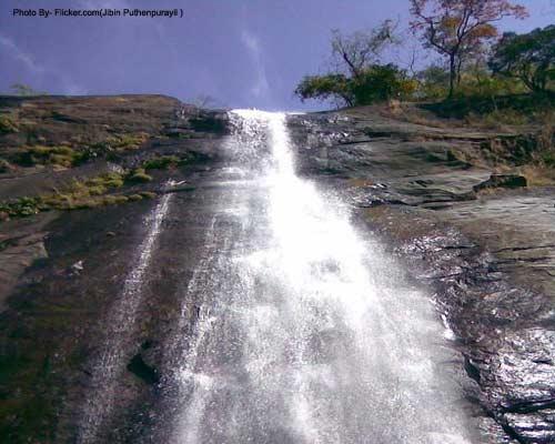 Keezharkuthu Falls, Idukki