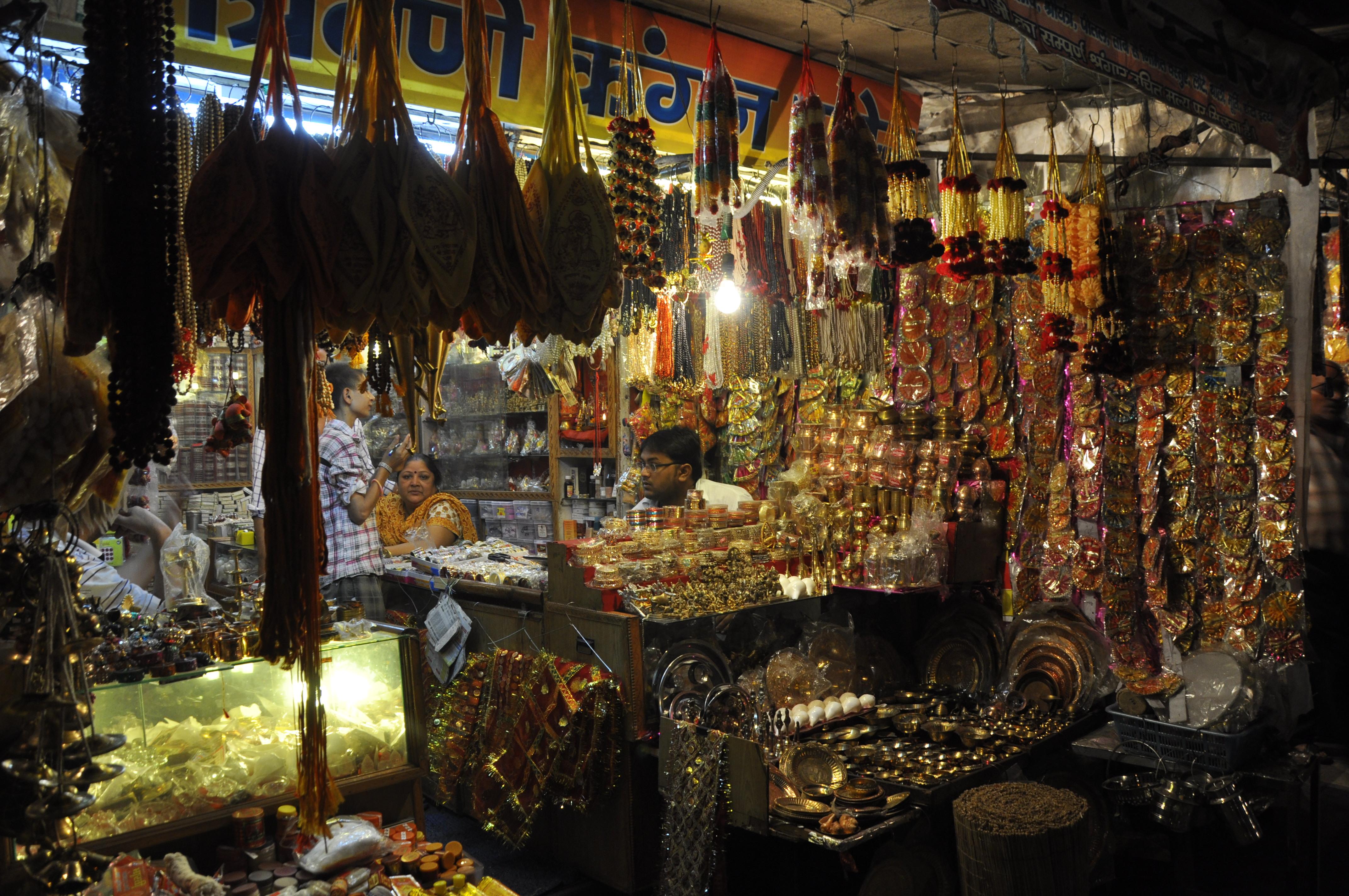 Laxman Jhula Market