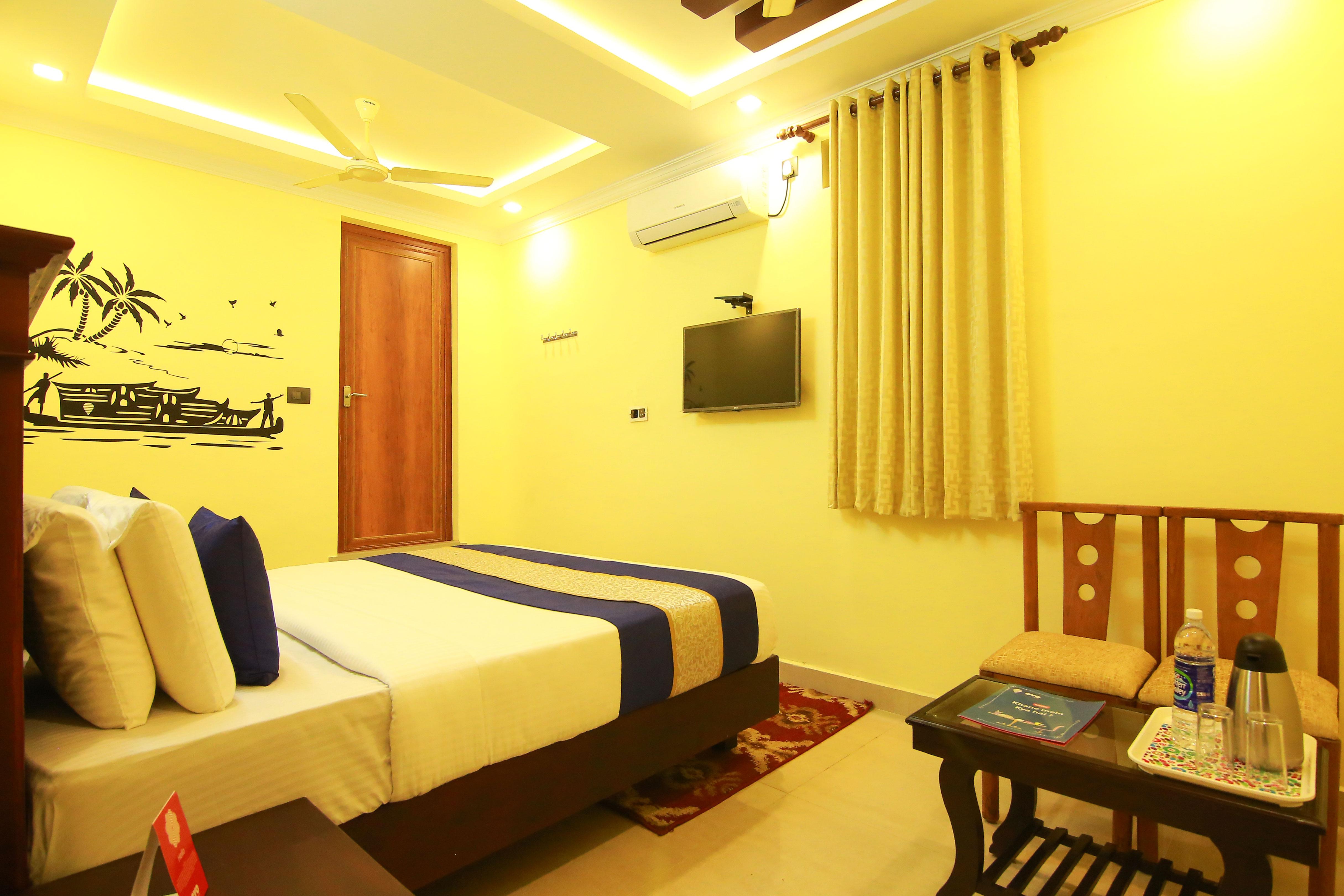 OYO Rooms MG Road Padma Junction Kochi