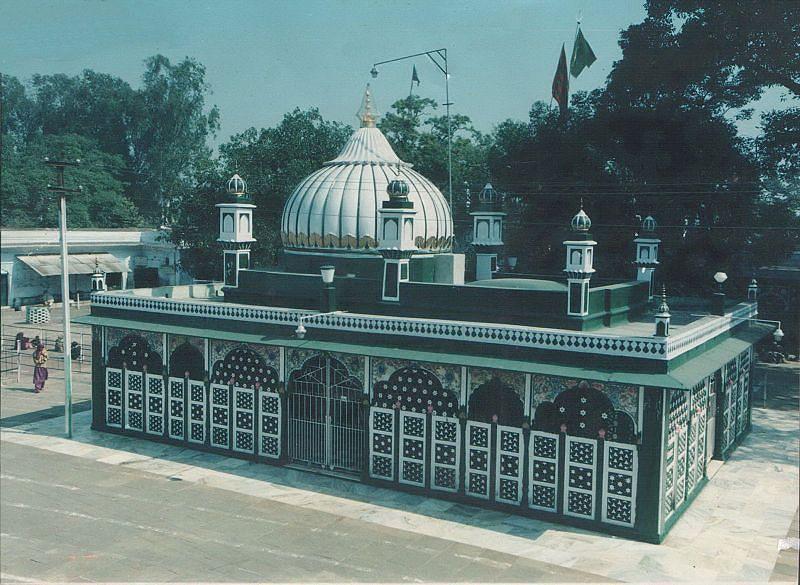 Piran Kaliyar Sharif Dargah