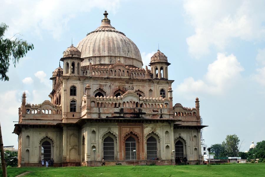 Saadat Ali Khan Tomb