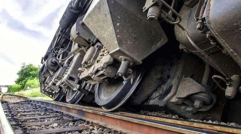 New Farakka Express Derails in UP: 7 Killed, 35 Injured