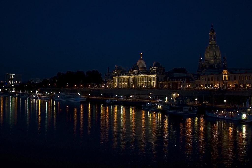 Windsor Locks to Dresden flights