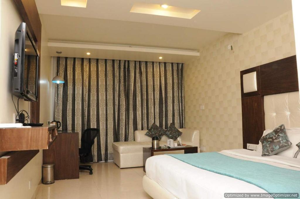 Hotel Diamond Plaza in Chandigarh
