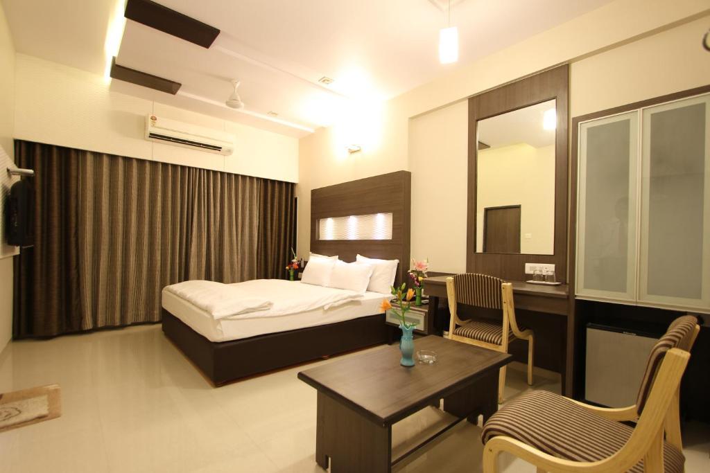Raajpath Hotel in Vadodara
