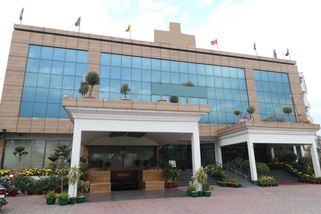Capital O 1650 Hotel Shagun in Chandigarh