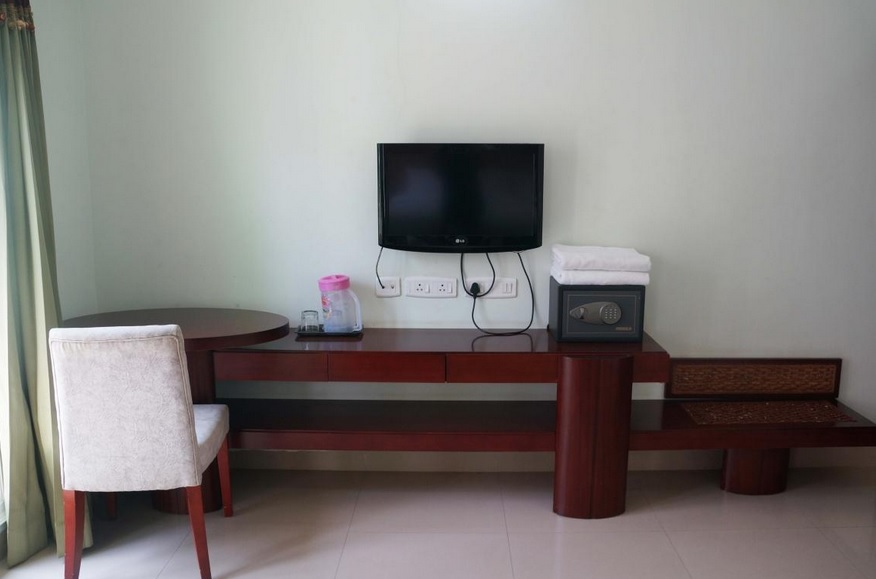 Lotels Hotel - Medavakkam in Chennai