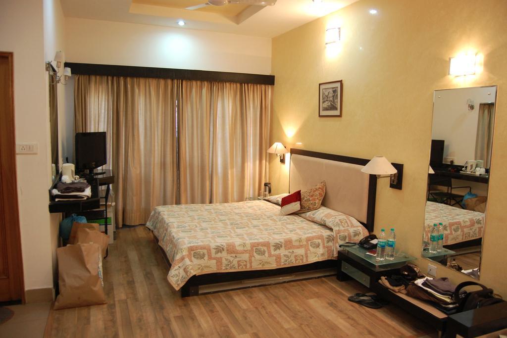 Hotel Jewels in Karnal