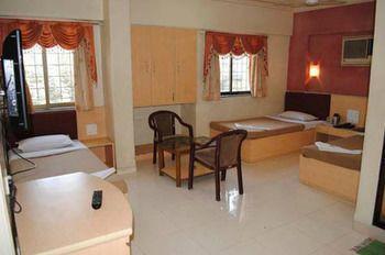 Hotel Cruz Royale in Mumbai