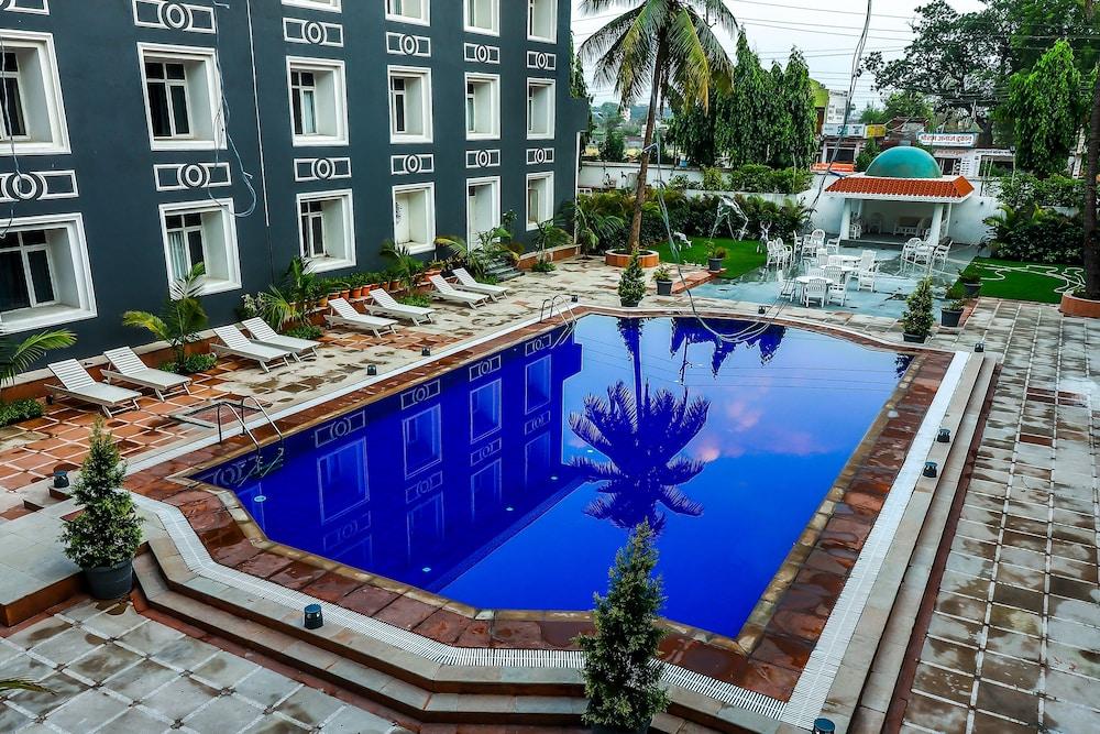 Hotel Piccadily Raipur in Raipur