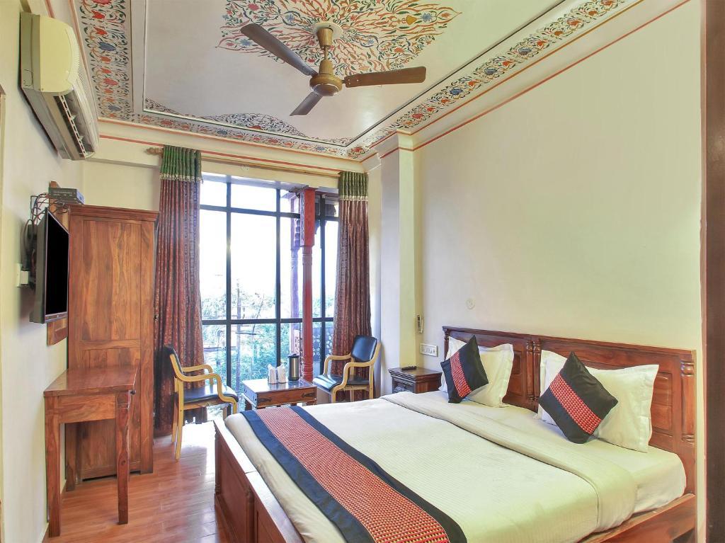 Oyo 2105 Hotel Royal Sheraton in Jaipur