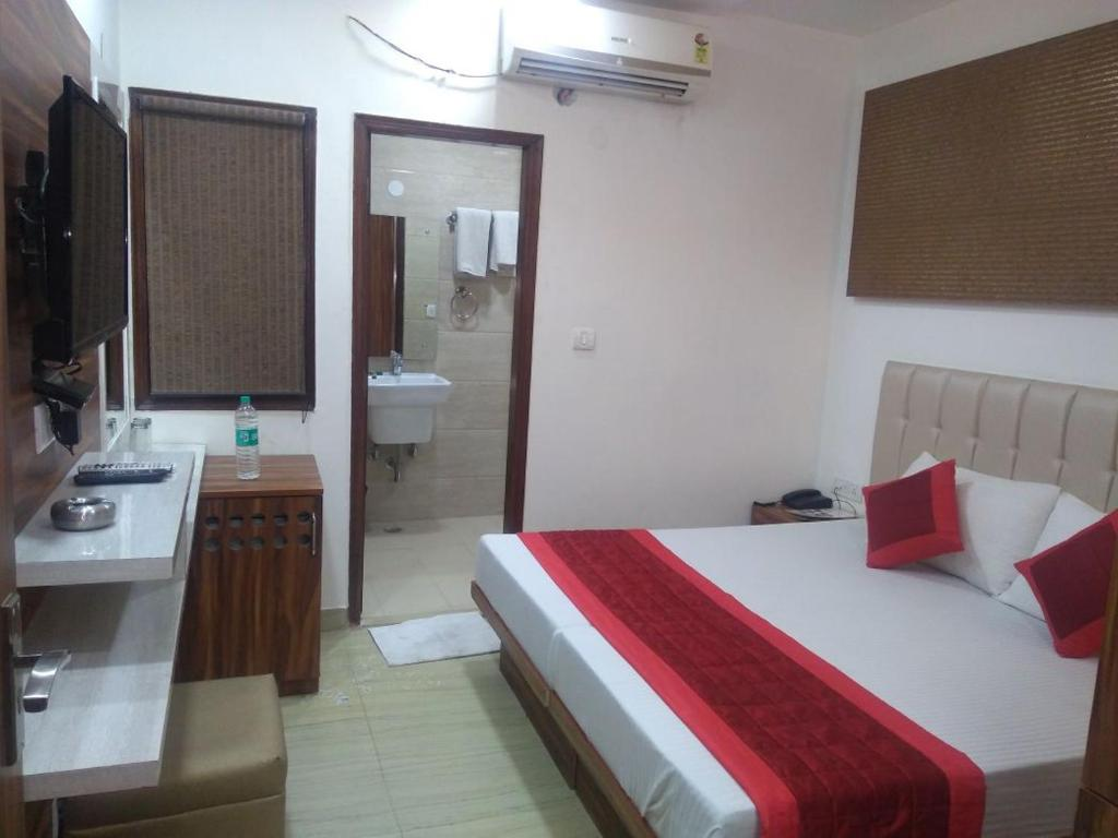 Hotel S.p.b 87 in New Delhi